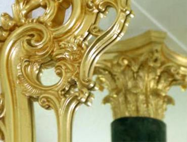 Spiegelrahmen und Säulenkapitell Blattvergoldung